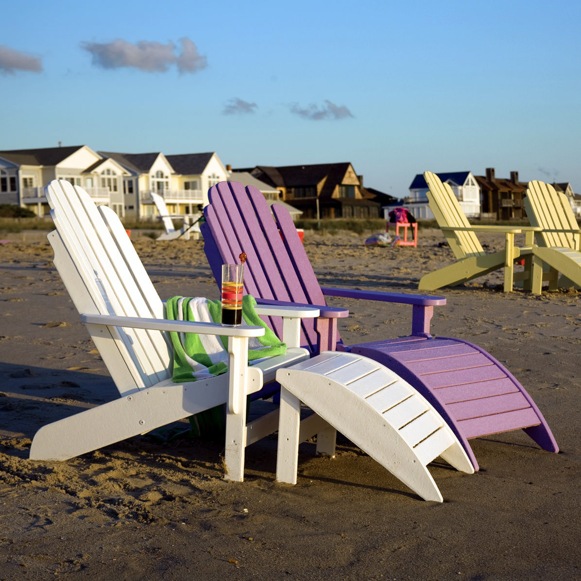 Breezesta quick ship shoreline adirondack chair white for Breezy beach chaise
