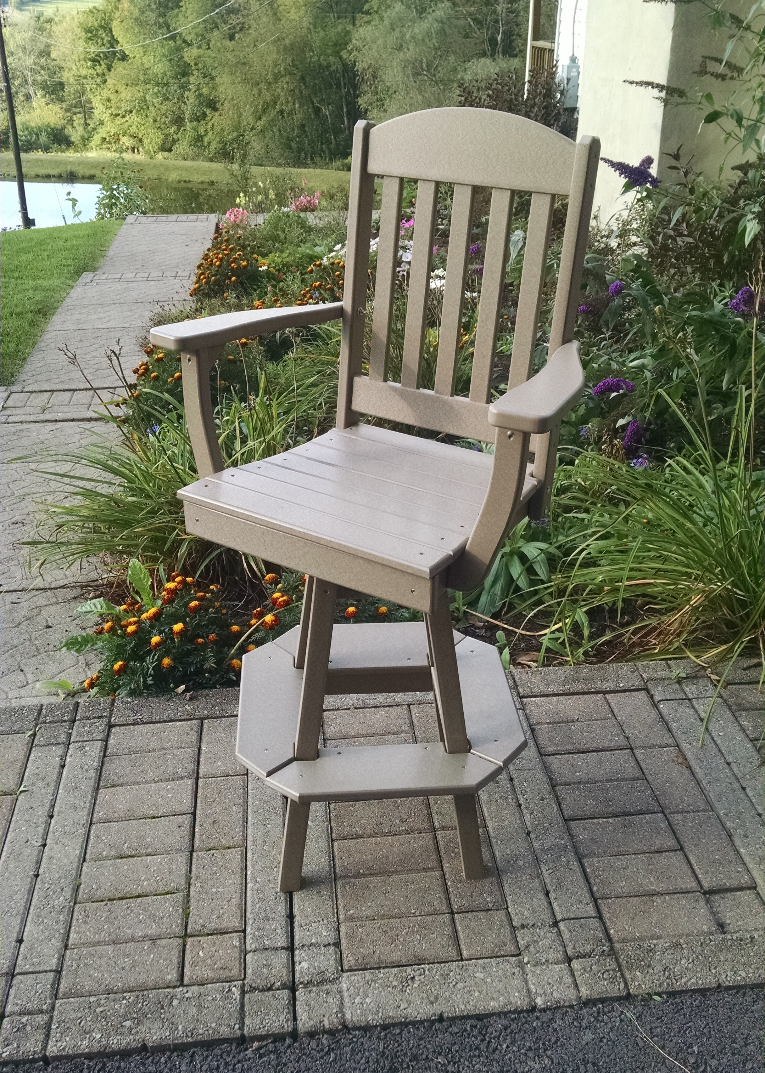 A&L Furniture Classic Swivel Bar Chair with Arms