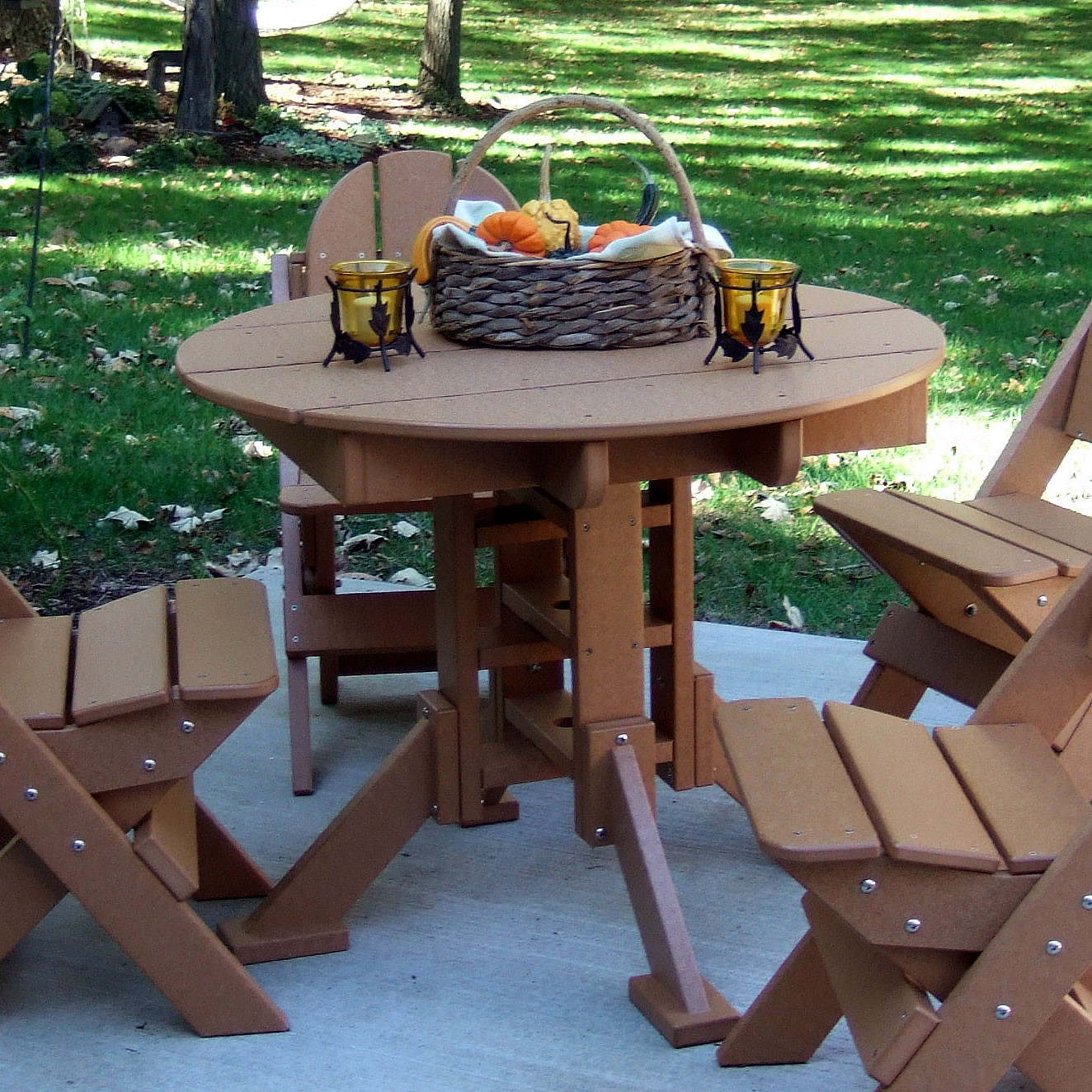 Wisconsin Round Dining Table